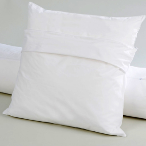Lérins protective pillow cover